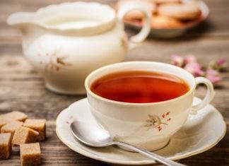 Почему от чая остается налет на чашке?