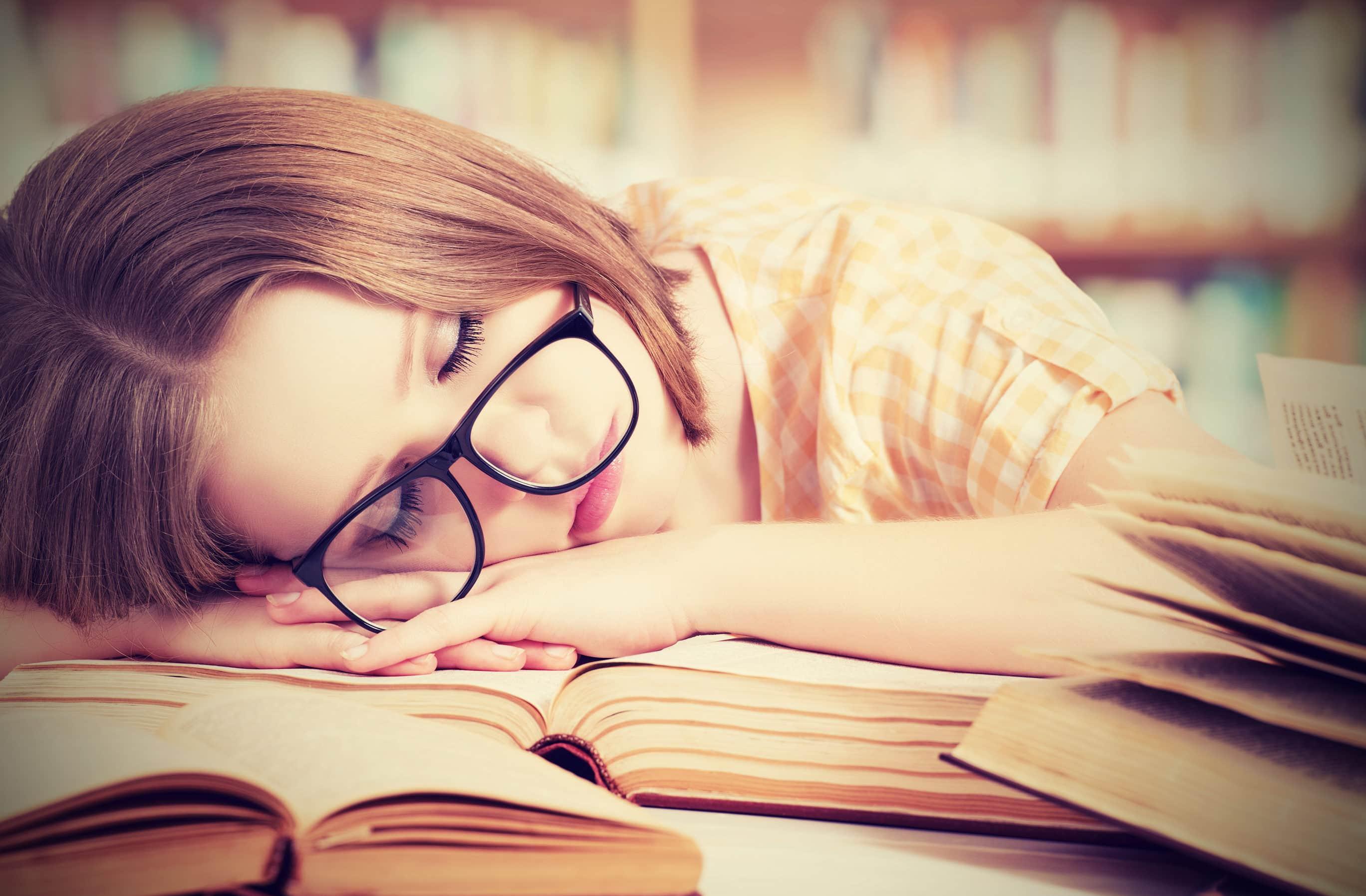 Почему после тяжелой умственной работы человек чувствует физическую усталость?
