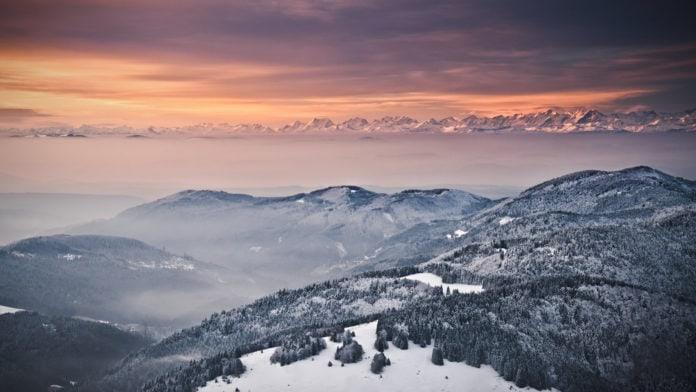 Почему с горы зимой видно дальше, чем летом?