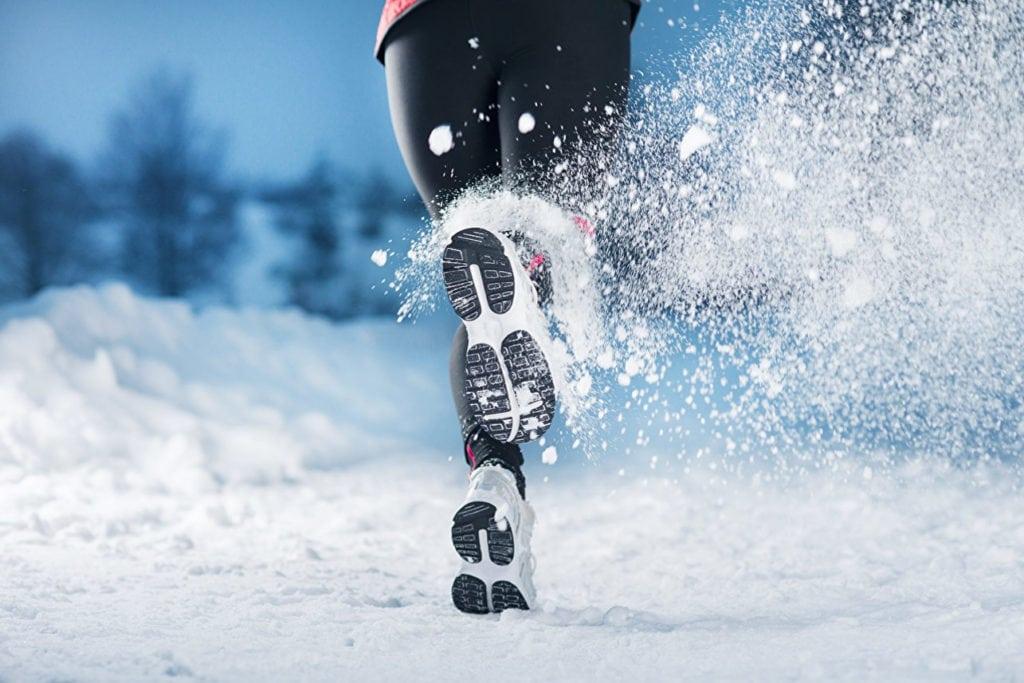Почему снег скрипит под ногами?