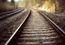 Почему темнеют камни на железной дороге?