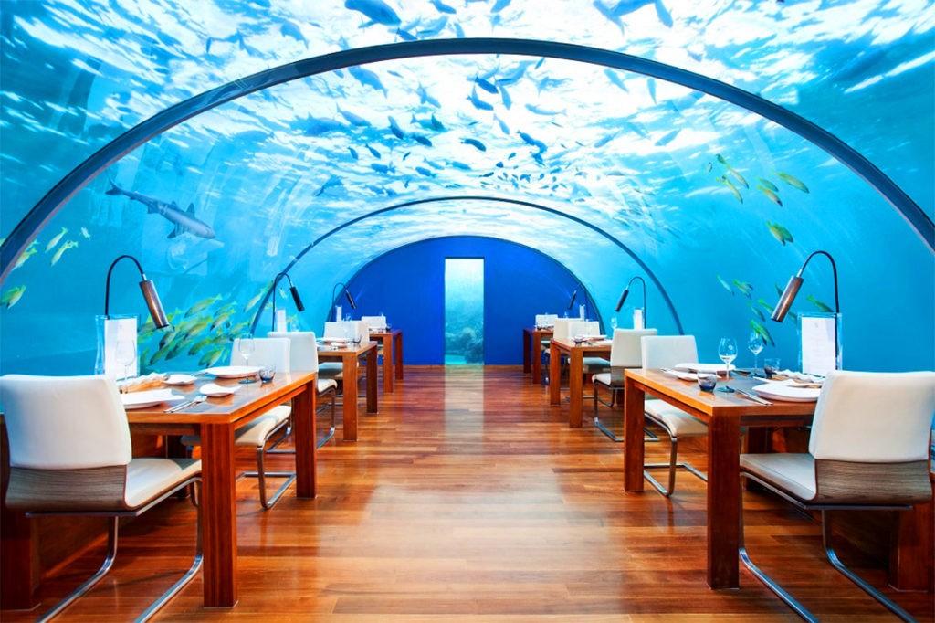 """Необычный ресторан """"Hilton"""", расположенный на глубине 5 метров"""