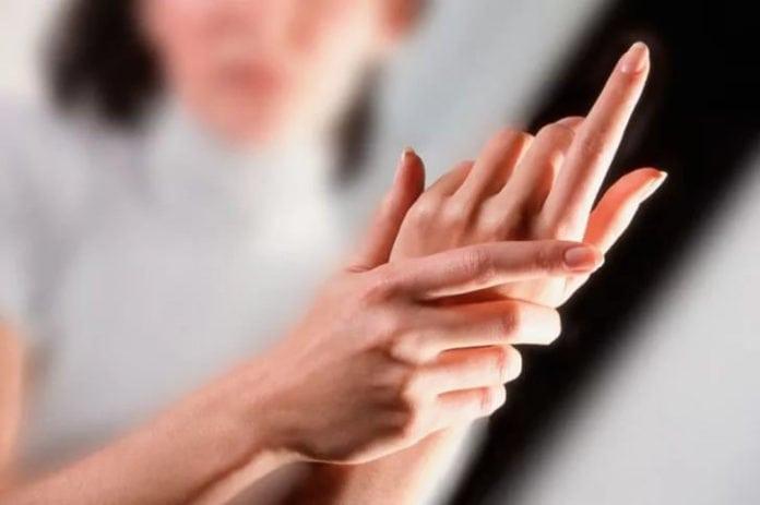 Почему немеют руки?