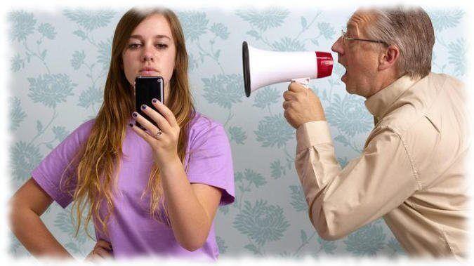 Почему подросток не слушается родителей?