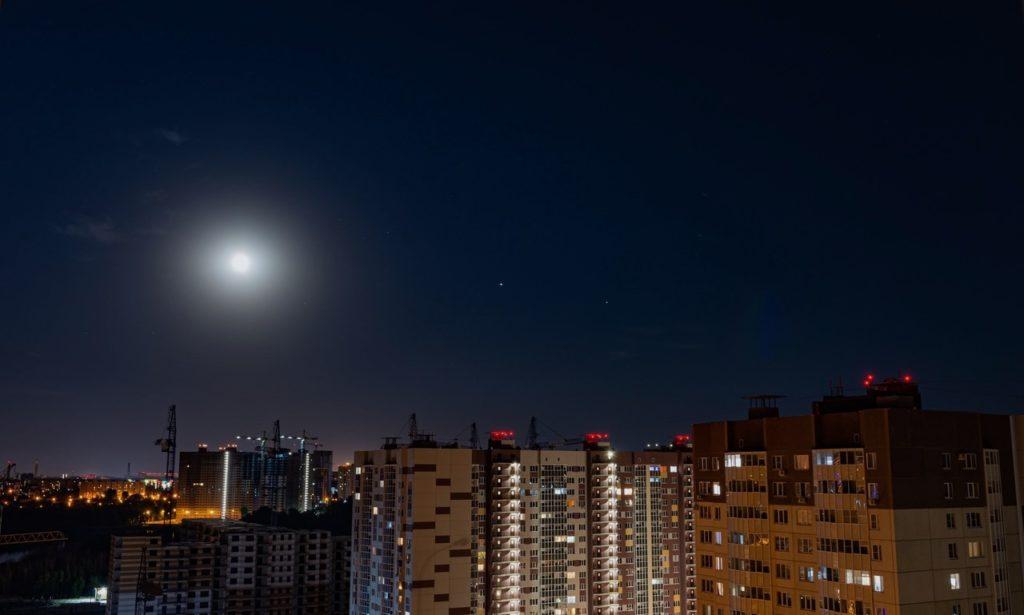 Парад планет над городом