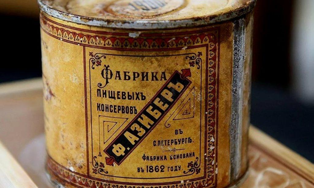Одна из первых банок консервов, выпущенных в России