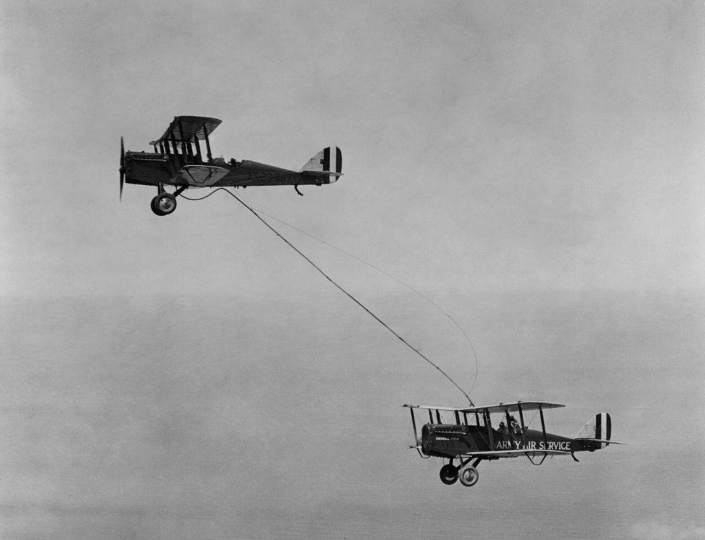 Дозаправка в воздухе. США 1923 год.