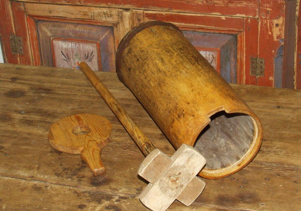 Средневековое приспособление для изготовления масла