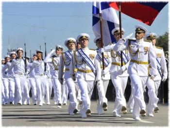 Белая парадная форма моряков