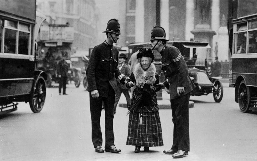 Почему в Англии полиция не носит оружие?