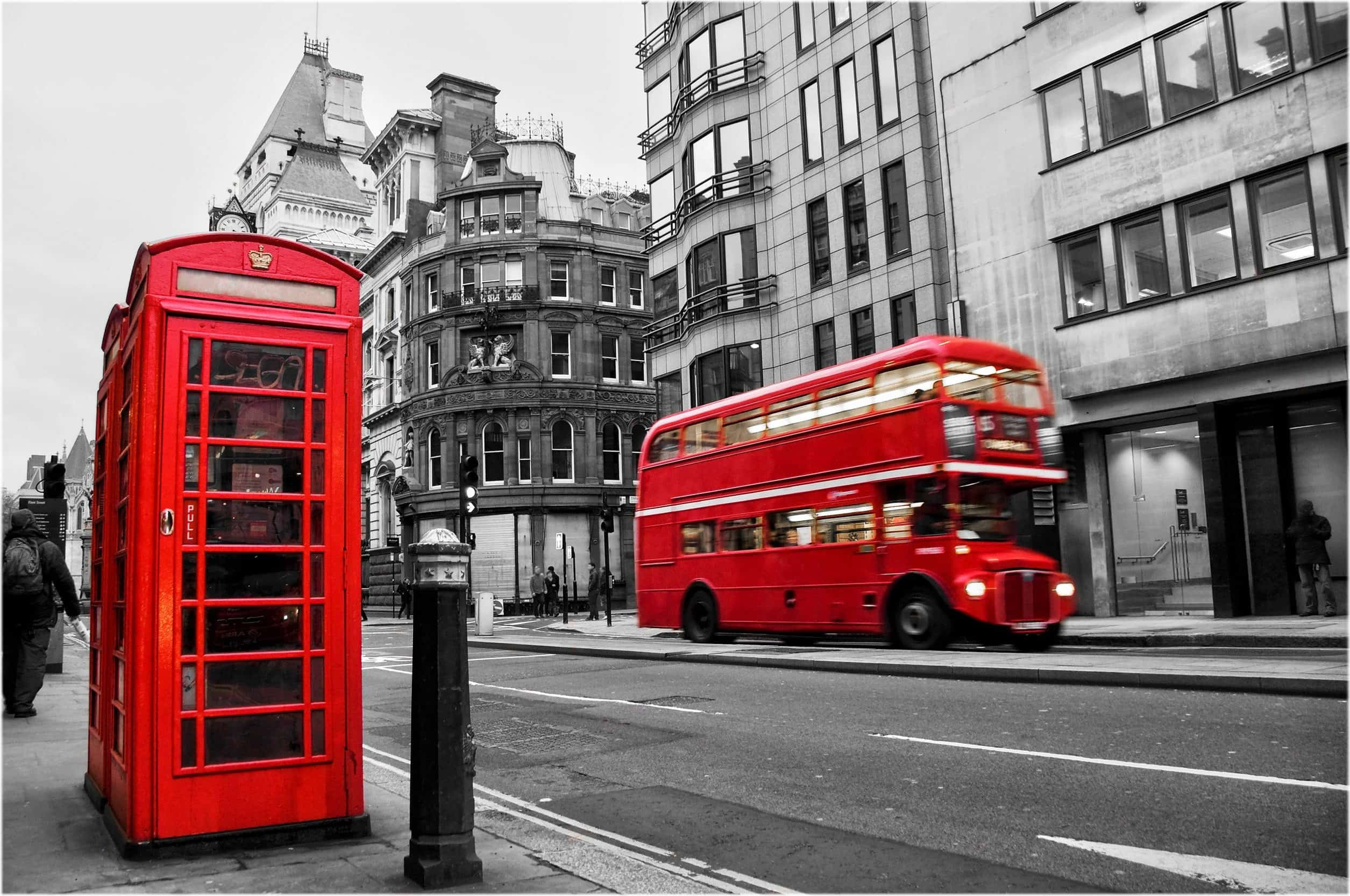 Почему в Лондоне красные автобусы и телефонные будки?