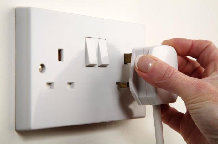 Почему в разных странах разные электровилки?
