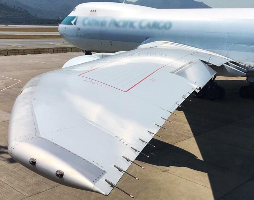 Разрядники на крыле самолета