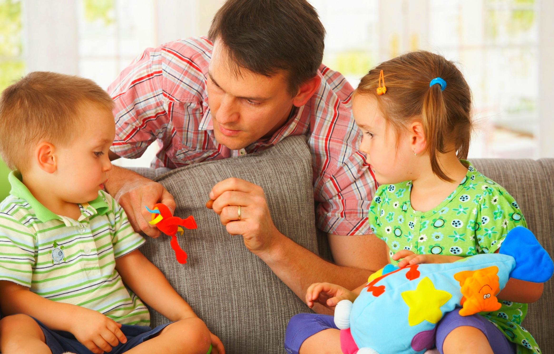 Почему взрослые разговаривают с детьми высоким голосом?
