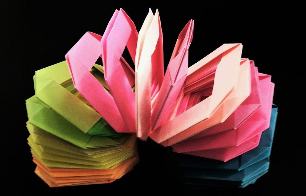 Сейчас оригами настолько развито, что люди могут сложить из бумаги любую форму