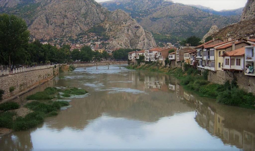 Река Ешильырмак