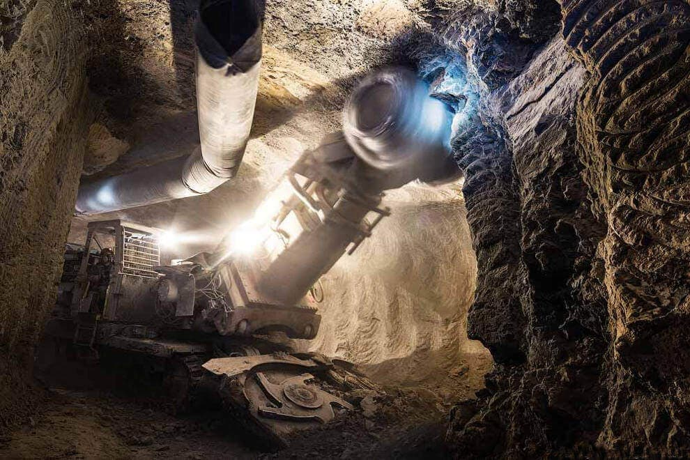 Добыча алмазов в рудниках
