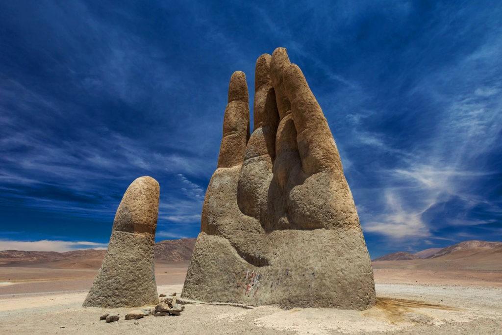 Рука пустыни - 11-метровая скульптура в пустыне Атакама