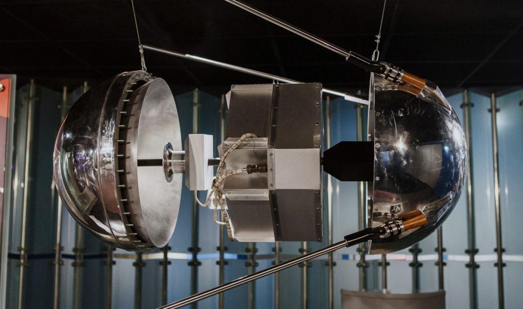 Первый Спутник в разобранном виде