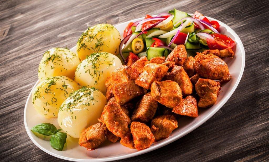 Рекомендуется есть разную пищу для получения всех необходимых веществ и витаминов