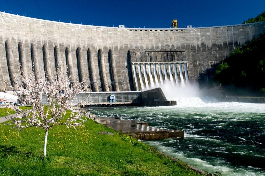 Саяно-Шушенская гидроэлектростанция - крупнейшая по мощности ГЭС в России