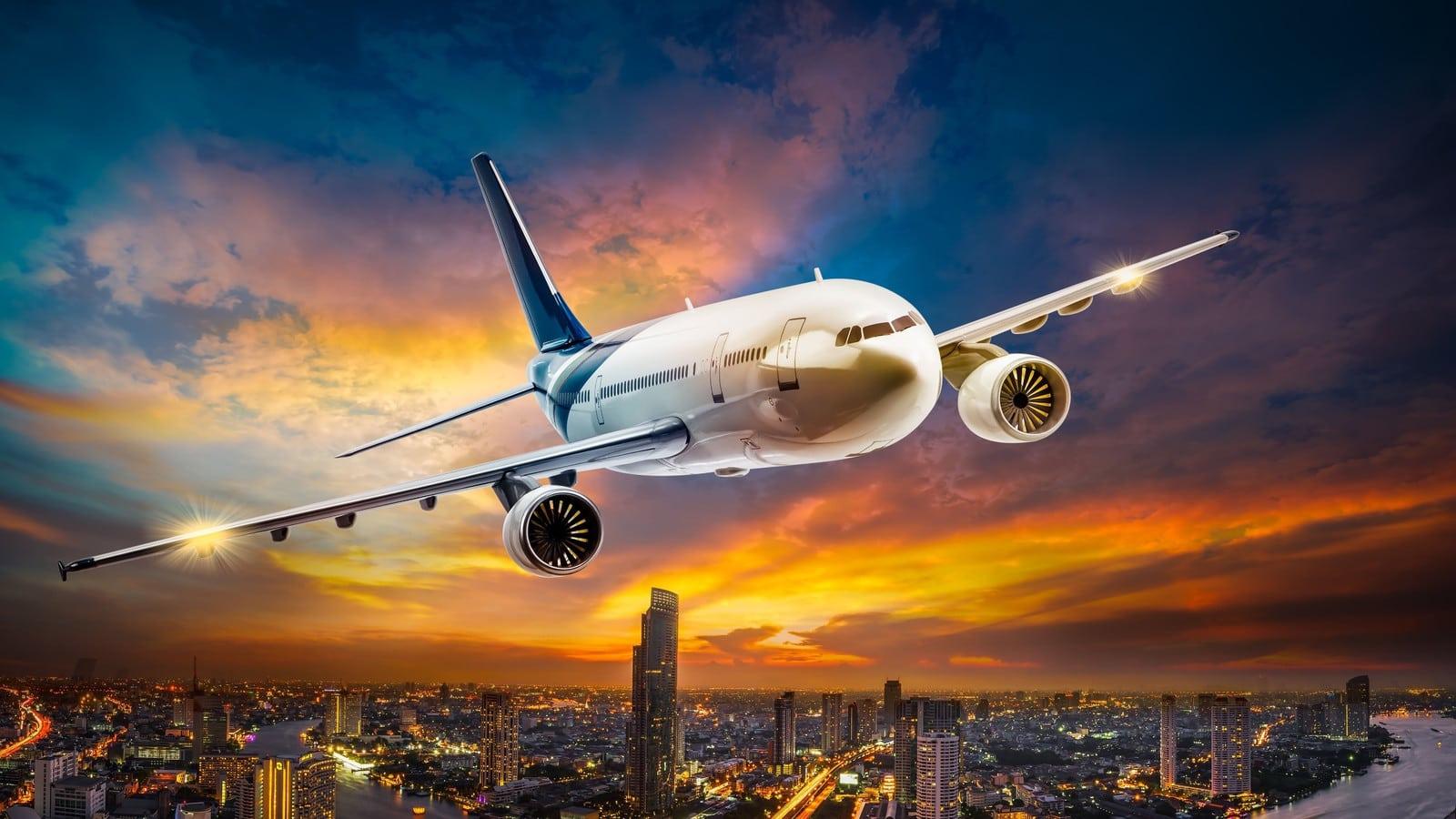 Почему самолет кружит перед посадкой?