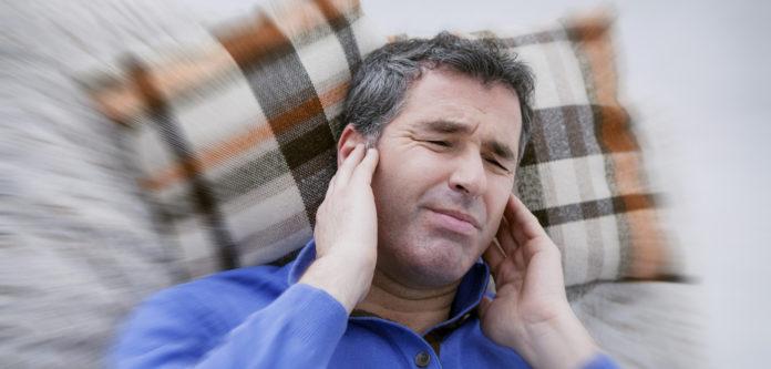 Почему бывает шум в ушах?