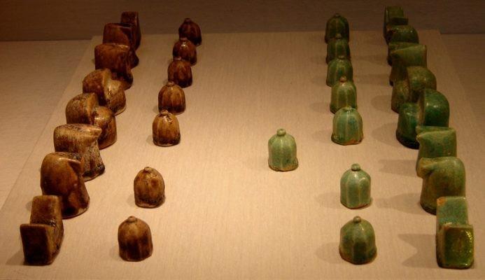 Фигурки для игры в шатрандж - прародителя шахмат