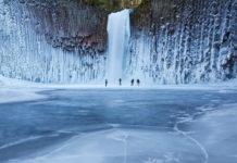 С какой стороны замерзает водопад?