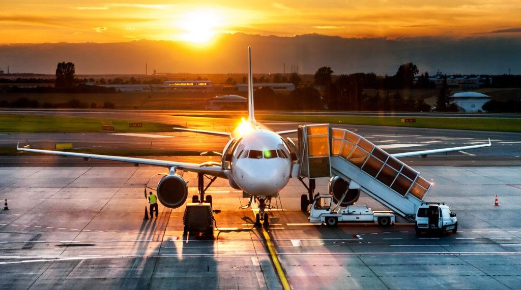 Помимо регулярных авиакомпаний, предоставляющих суда в аренду, существуют компании, которые специализируются на чартерных рейсах
