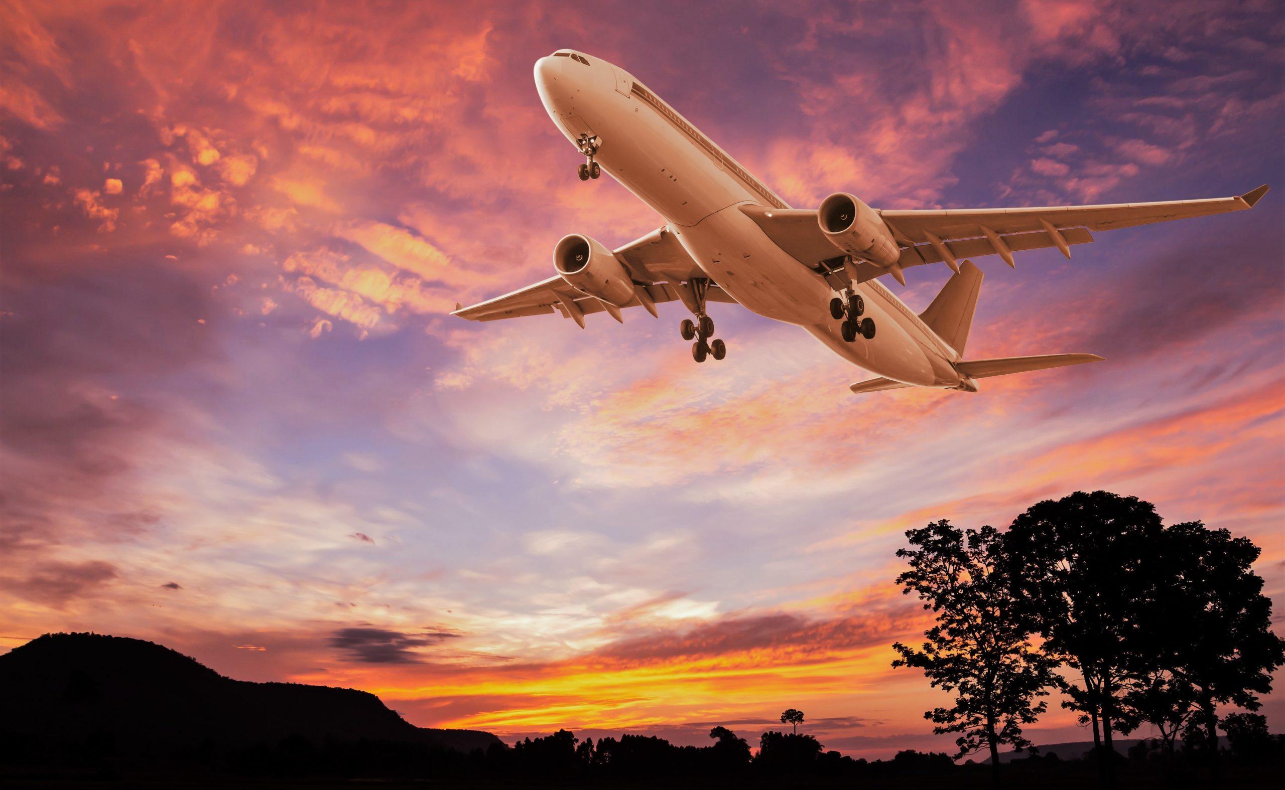 Почему изнутри кажется, что самолет летит медленно?