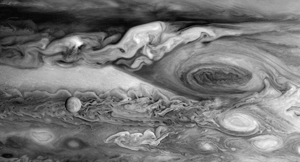 Юпитер и Европа глазами Вояджер-1