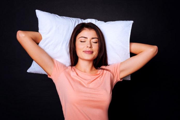 Почему человек не может спать стоя?