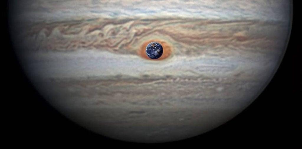 Сравнение размеров Большого Красного Пятна на Юпитере и Земли