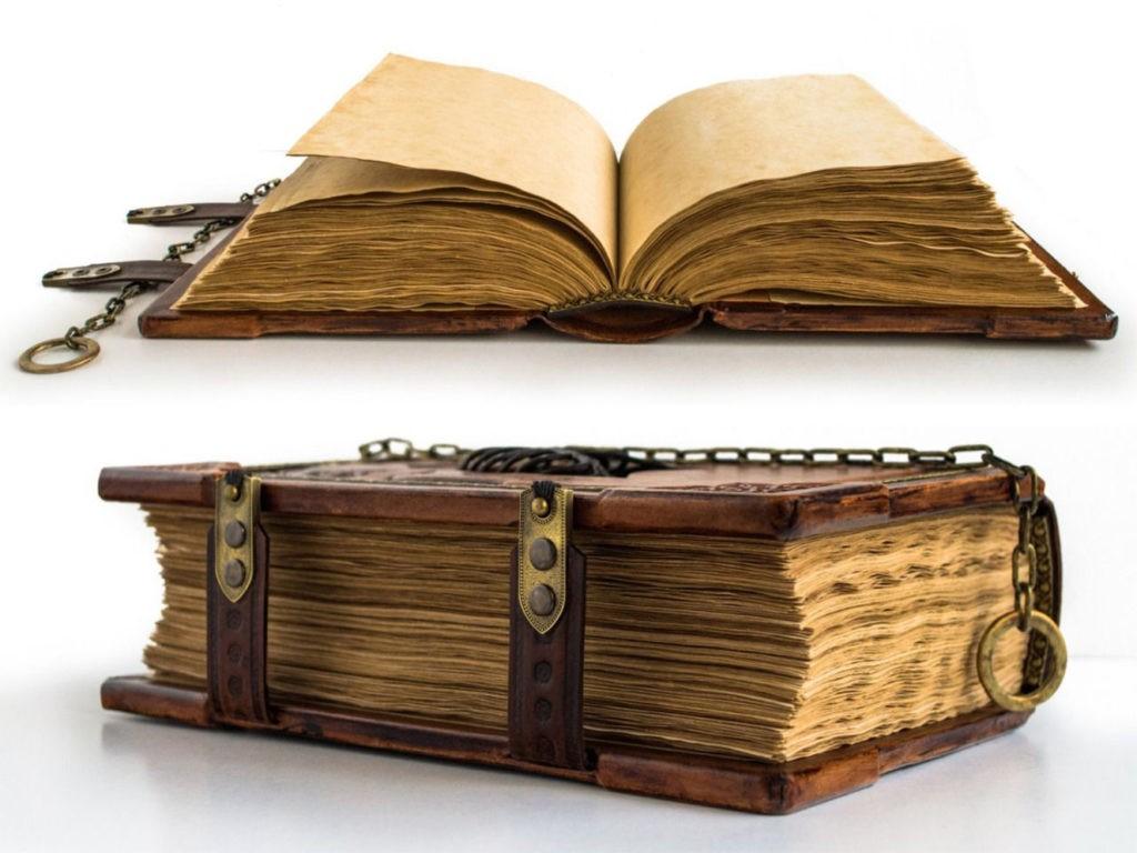 Старинная книга в твердой обложке