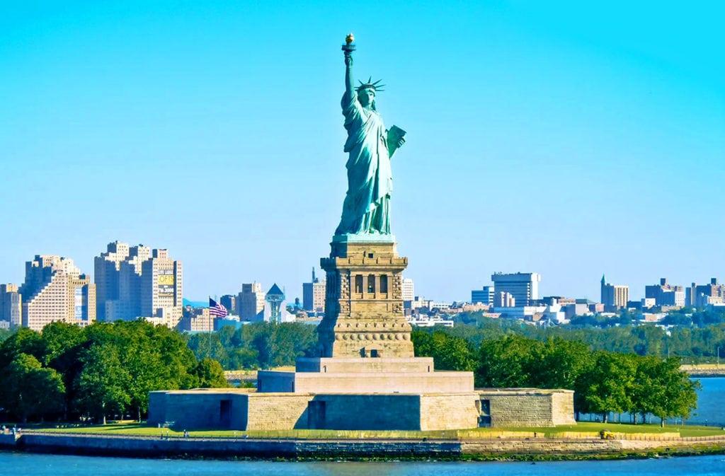 Статуя Свободы во весь рост