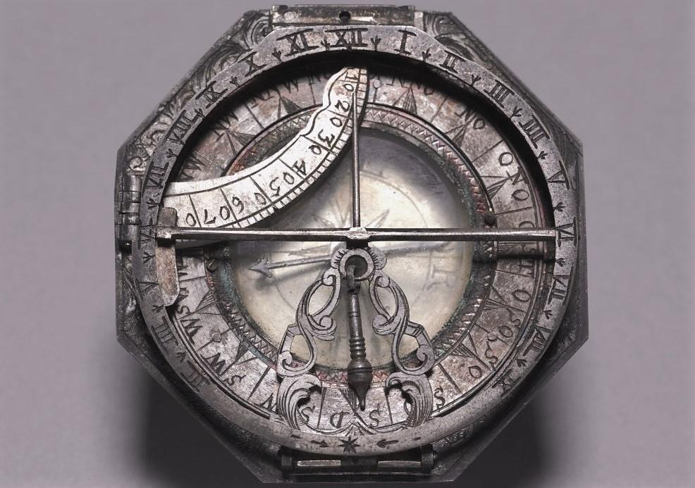 Изображение старого компаса, предназначенного для морских путешествий