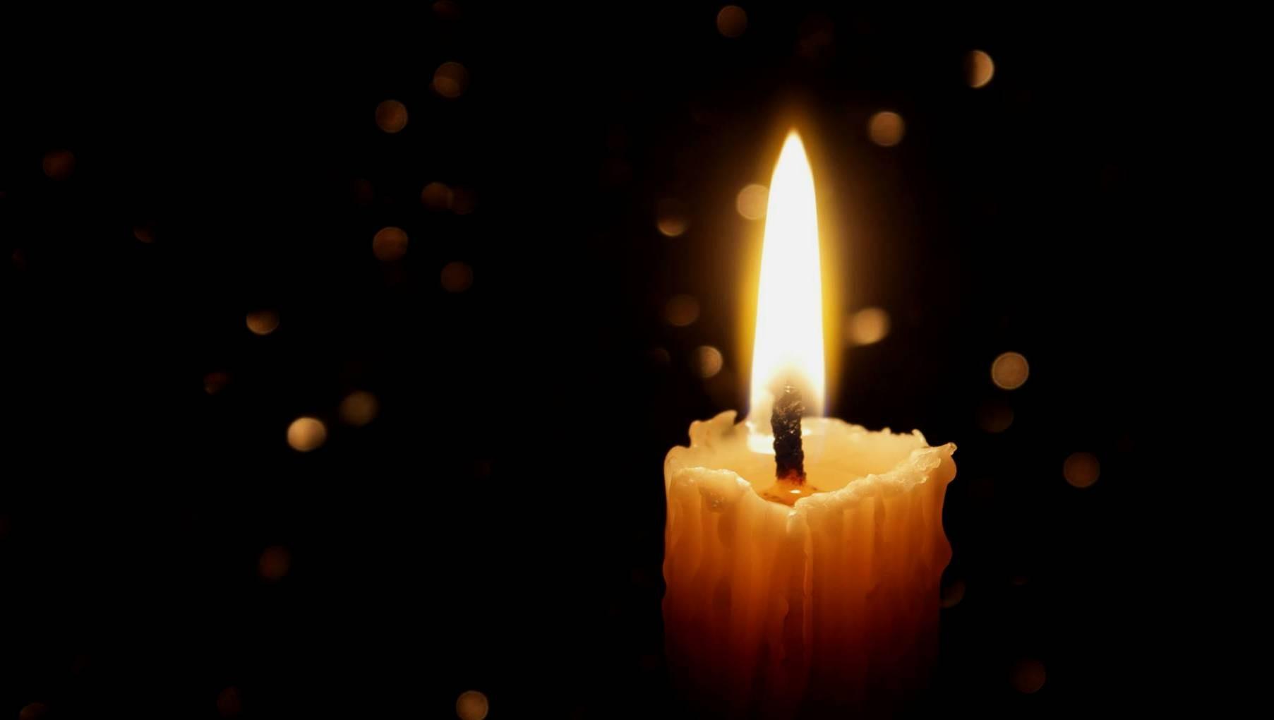 Даже пламя свечи имеет собственную массу