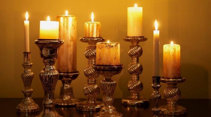 Свечи в подсвечнике
