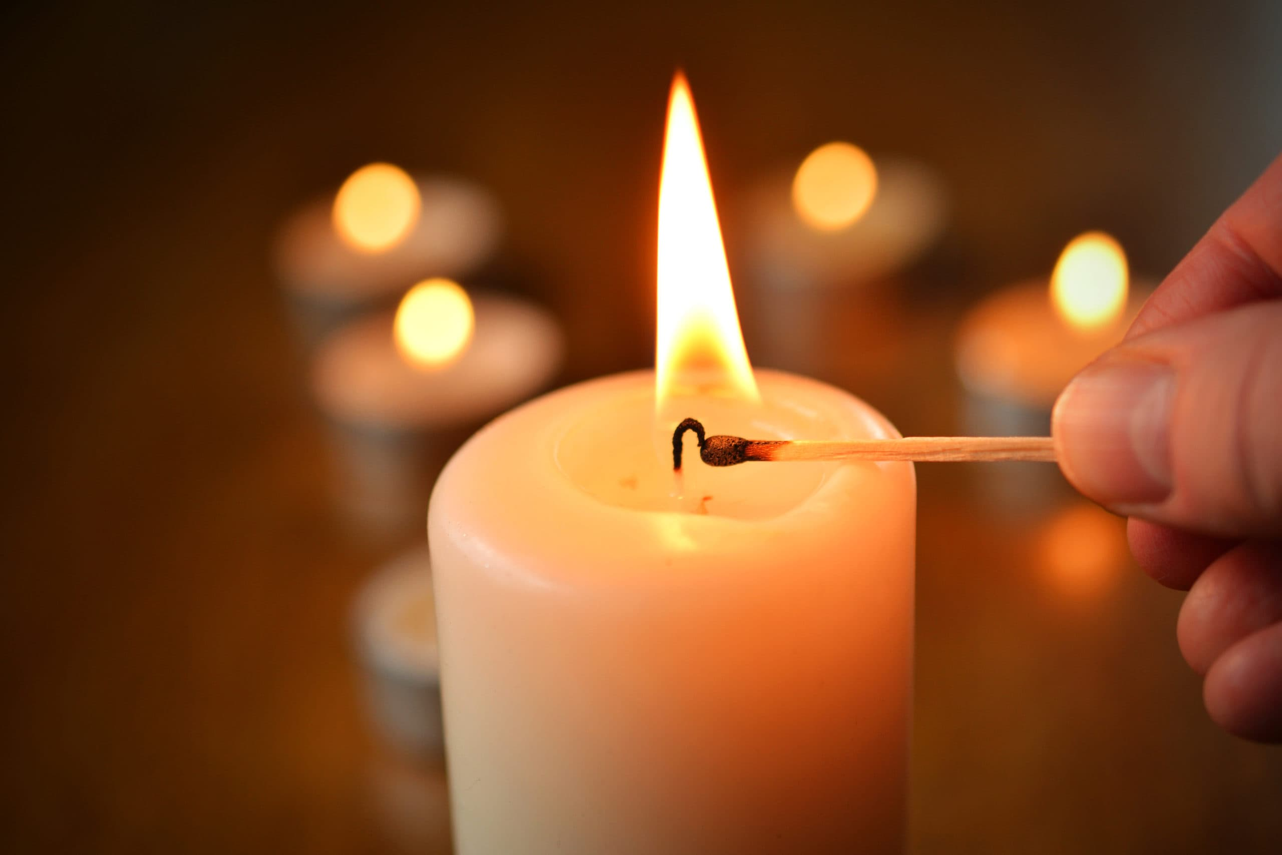 Горение свечи на Земле
