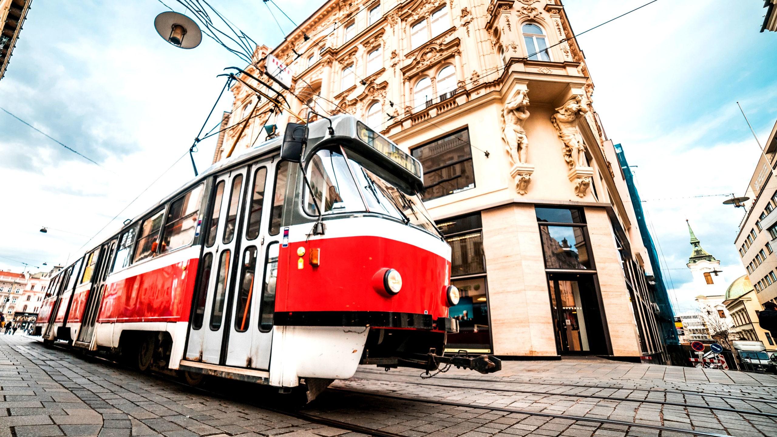 Кто придумал трамвайные рельсы?