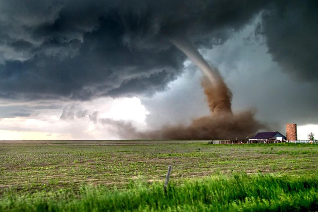 Опасность торнадо для людей