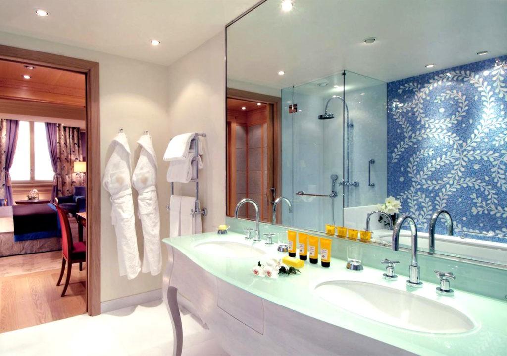 Стандартное расположение вещей в ванной, которое может быть изменено гостем