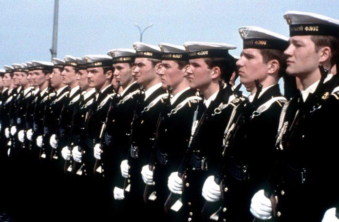 Почему в СССР моряки срочники служили дольше сухопутных?