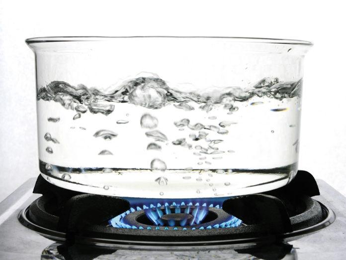 Откуда в кипящей воде пузыри?