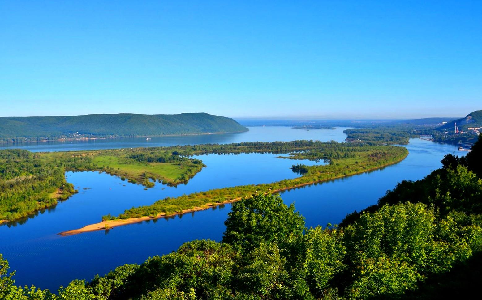В Каспийское море впадает Волга или Кама?