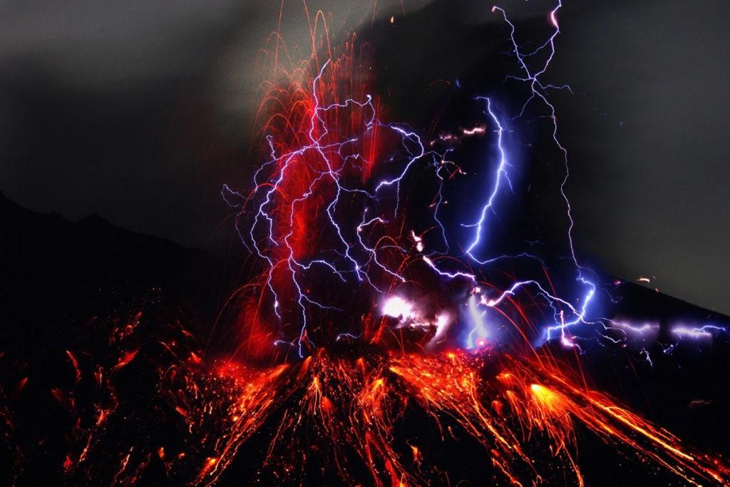 Вулканическая молния