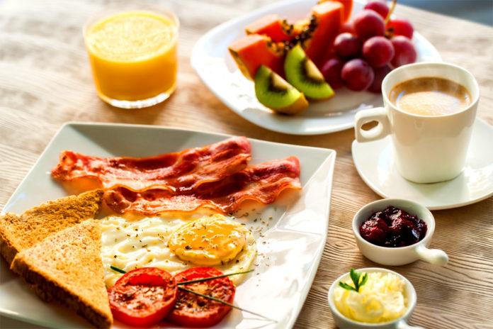 Почему завтрак в европейских отелях называют «континентальным»?