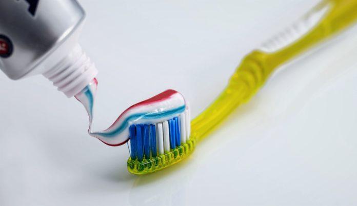 Правда ли, что фтор и кальций из пасты не впитываются в зубы?