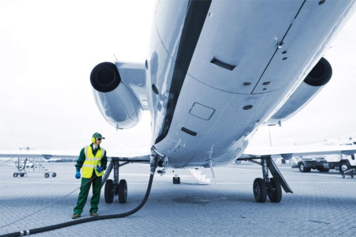 Почему авиационным топливом стал керосин, а не бензин?